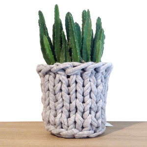 Knitted Pot Light Grey